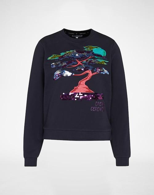 Favourite Sweater: das grafisch veredelte Sweatshirt von Opening Ceremony. Die coole cropped Shape aus griffiger Baumwolle wird auf der Front hochwertig bestickt. Ein Multicolour-Design und Pailletten sorgen für den prägnanten Look.
