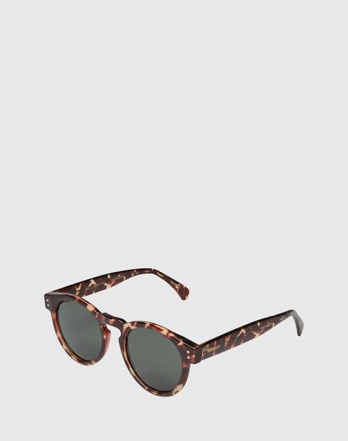 Sonnenbrille ´Clement´ aus dem Hause Komono für die trendbewusste Frau. Futuristisch meets Retro ist das neue Motto! Schlicht, aber doch einzigartig.