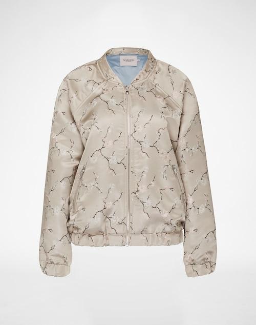 Bomberjacke mit floralen Stickereien im Asia-Style von Soaked in Luxury. Die Jacke kommt mit sportlichen Raglanärmeln und abgesetzten gummierten Bündchen an den Abschlüssen.