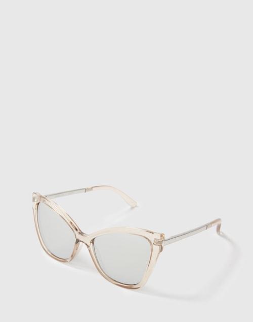 Die 60er Jahre lassen grüßen! Mit der Sonnenbrille Naked Eyes aus dem Hause Le Specs werden angesagter Style und optimaler Schutz gelungen vereint und die Brille avanciert zum Keypiece bei jedem Sonnenstrahl.