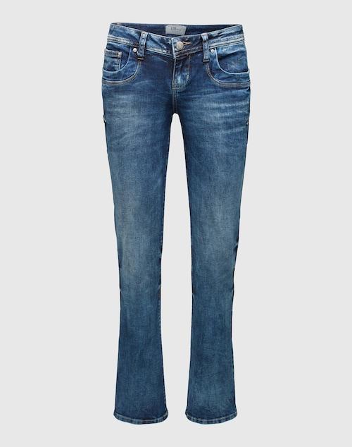 Knackig geschnittene Jeans von LTB mit niedriger Bundhöhe. Die Waschung mit Blaching- und Marmor-Effekten gibt dem Style einen coolen Look. Große Taschen hinten und der höher geschnittene rückseitige Saum sorgen für