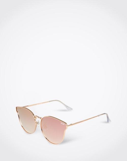 Hervorragend ausgestattet für sonniges Wetter bist du mit der Sonnenbrille ´All my love´ von Quay, die durch ihr verspiegeltes Design mit extravagantem kupferfarbenem Gestell ein richtiges It-Piece ist.