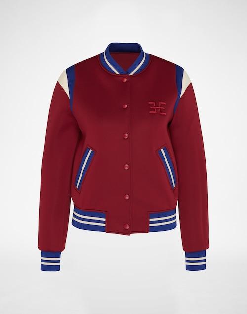 Back to School: charmanter College-Appeal trifft mit der Jacke von Edith & Ella auf Scuba-Rafinesse. Das super softe Textil supportet die markante oversized Shape. Ein wunderbares Key-Essential.