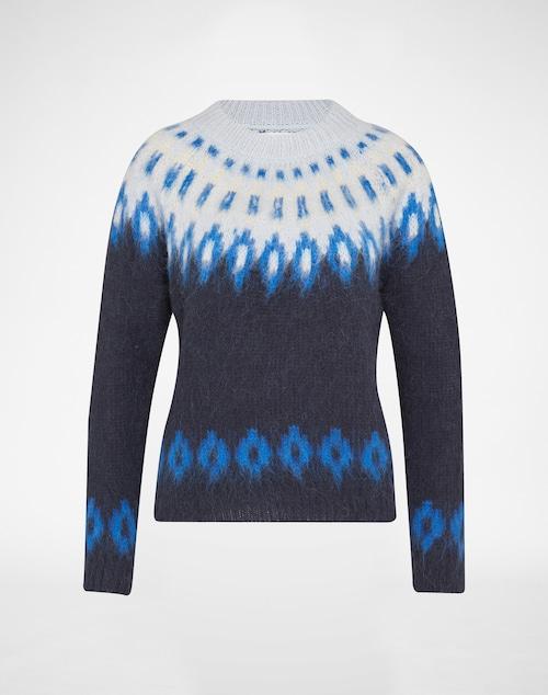 Pullover von Samsoe & Samsoe. Der sanfte Ombre-Look und die angedeuteten Ethno-Muster machen sich auf dem groben Strick besonders edgy.