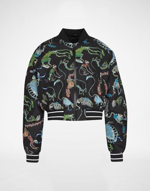 Boxy Blouson von Puma Select. Ganz und gar im Zeichen des Labels entpuppt sich diese sportive Jacke als durchdachtes Selected-Essential. Der allover Print und die extra breiten Bündchen mit Galonstreifen definieren einen Key-Style für
