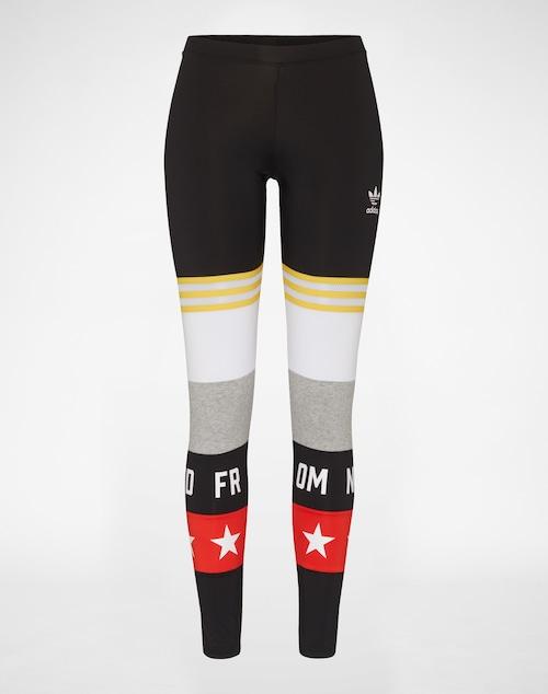 Sportliche Leggings mit Gummibund und Label-Print von Adidas Originals. Das kontrastierende Farbdesign mit Typo-Elementen und Netz-Einsätzen prägt hier den Look.