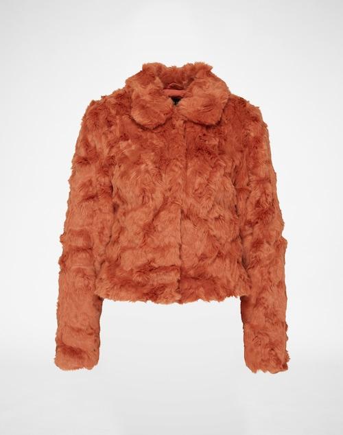 Flauschige Fake Fur Jacke mit verdeckter Druckknopfleiste, verkürztem Schnitt und Kragen von Vila. Perfekt zum einkuscheln an kalten Herbsttagen.