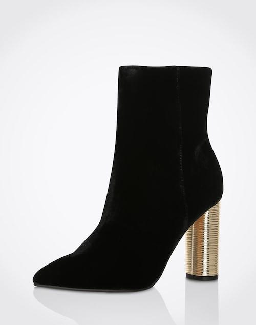 Ein unverwechselbares Design hat der Stiletto von Miss KG. Durch sein samtiges Material und dem goldenen Blockabsatz ist er besonders elegant. Ein perfektes Accersoire für Deine Outfits.
