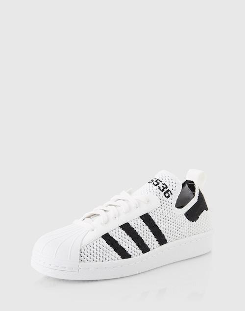 Die Sneaker Superstar 80s PK W von Adidas Originals verleihen dem Retro-Style durch eine Mesh-Verarbeitung einen individuellen Anstrich und überzeugen zudem durch einen maximalen Tragekomfort auch bei hohen Temperaturen.