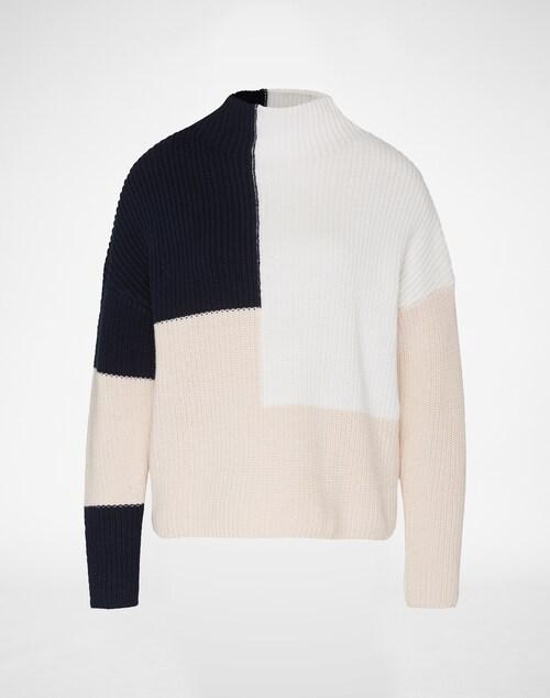 Toller Strickpullover im markanten Design von Selected Femme. Die mehrfarbige Optik und und der cleane Schnitt erschaffen einen modernen, skandinavischen Look für einen angesagten Style!